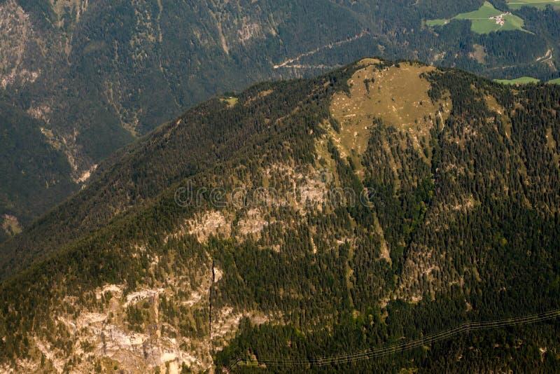 Download Montan@as foto de archivo. Imagen de campos, nubes, hermoso - 100528174