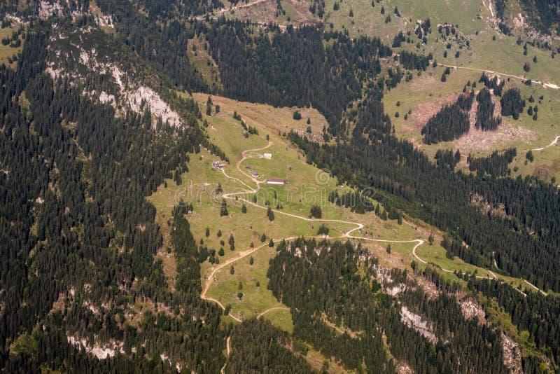 Download Montan@as foto de archivo. Imagen de montan, altitud - 100528632
