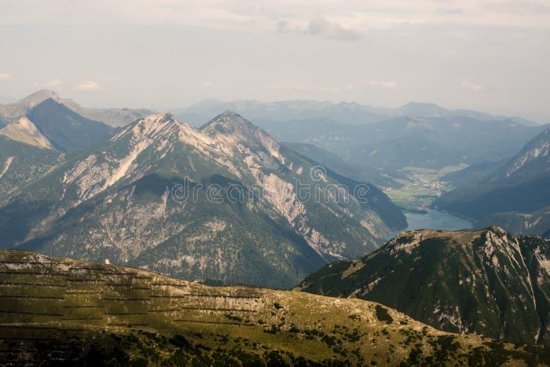 Download Montan@as imagen de archivo. Imagen de aventura, nube - 100533143