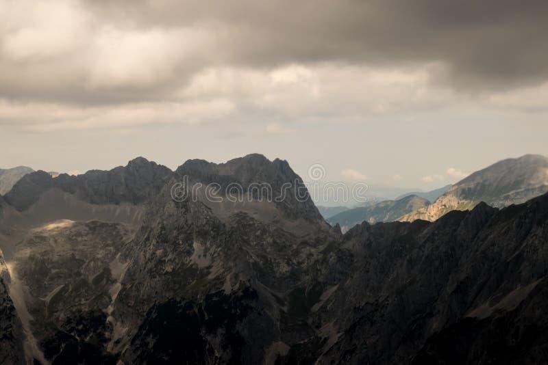 Download Montan@as imagen de archivo. Imagen de nublado, as, color - 100534837