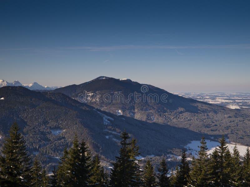 Montan@as bávaras en invierno foto de archivo