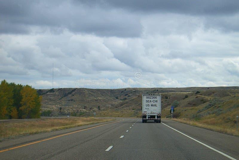 Montana autostrada międzystanowa i poczta ciężarówka zdjęcia stock