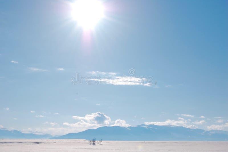 Montana in Januari met Hemelverlichting van Zon royalty-vrije stock fotografie