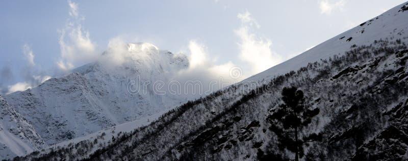 Download Montanha foto de stock. Imagem de extremo, montanha, paisagem - 26500736