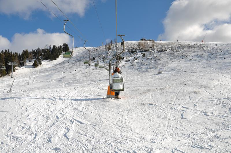 Montanha alpina Ski Resort de Krvavec no Eslovênia fotografia de stock royalty free