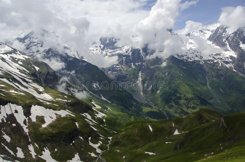 Montanha bonita com os pontos da neve Grossglockner Áustria fotos de stock royalty free