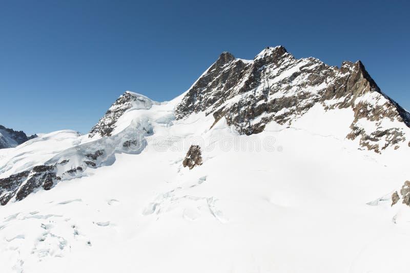 Montanha branca da neve imagem de stock