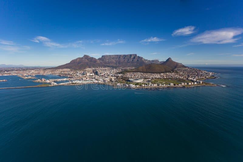 Montanha & cidade da tabela de Cape Town foto de stock
