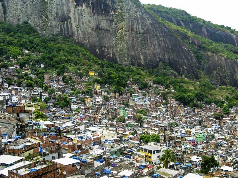 Download Montanha Coberta Por Casas Pobres - Favela - Rio De Janeiro Foto de Stock Editorial - Imagem de total, brasil: 80100213