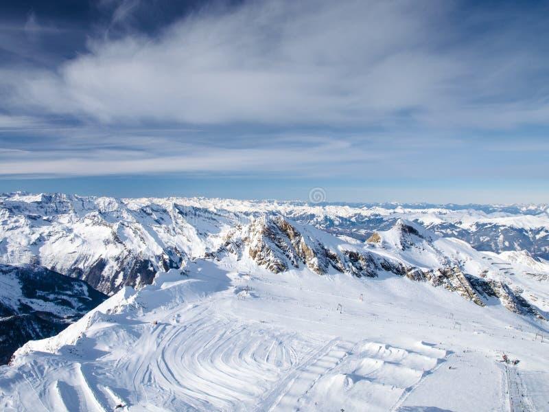 Montanha coberto de neve Ski Resort fotos de stock royalty free