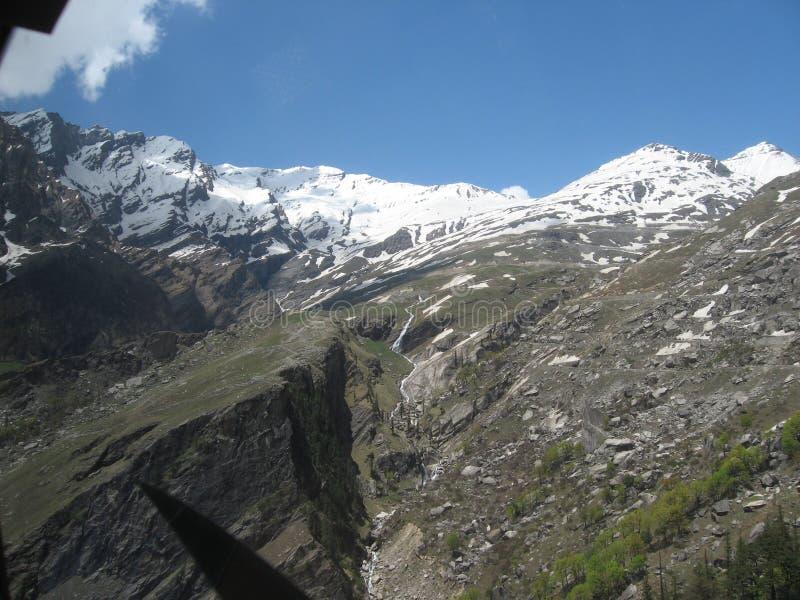 Montanha com neve branca fotos de stock royalty free