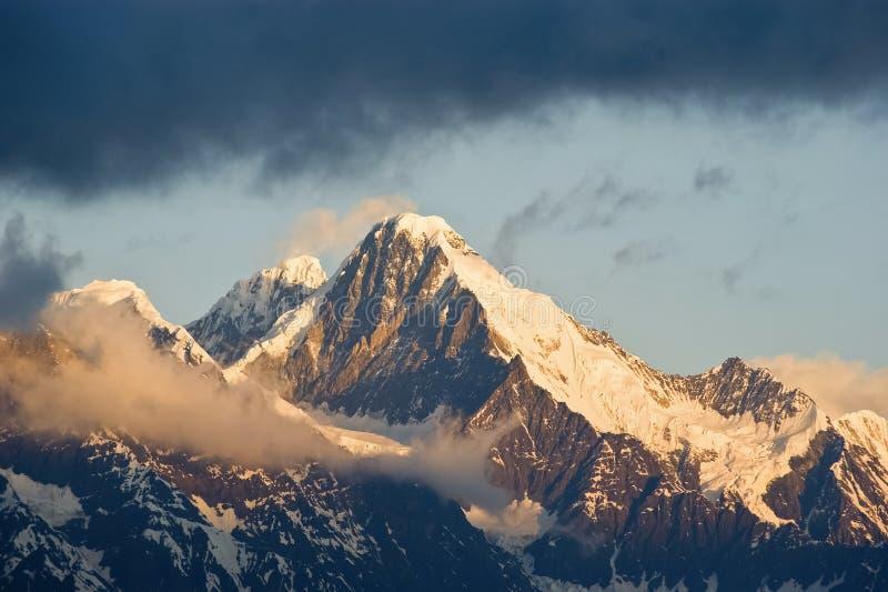 Montanha com Snow_1 imagem de stock