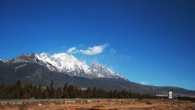 Montanha da neve do dragão do jade fotos de stock