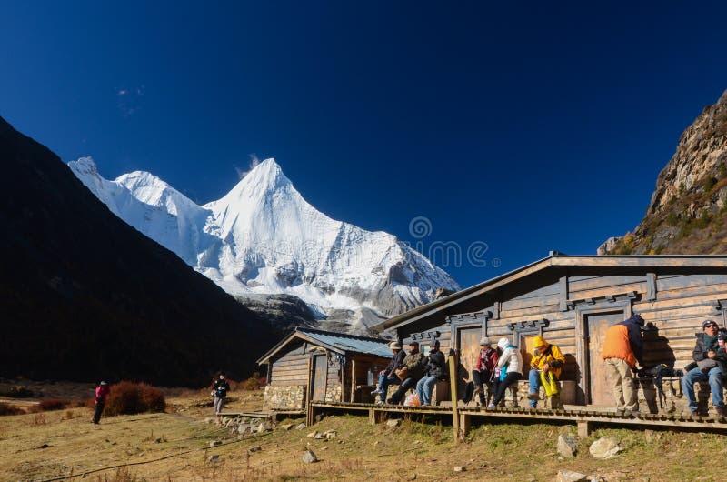 Montanha da neve na reserva natural de Yading, o ?ltimo la de Shangri, Daocheng-Yading, Sichuan, China fotos de stock royalty free