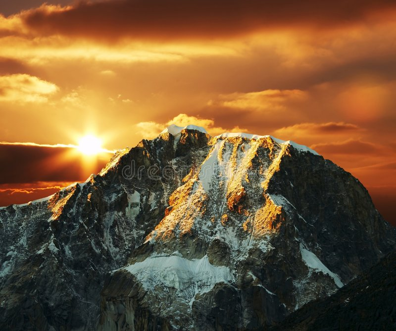 Montanha das Cordilheira no por do sol foto de stock royalty free