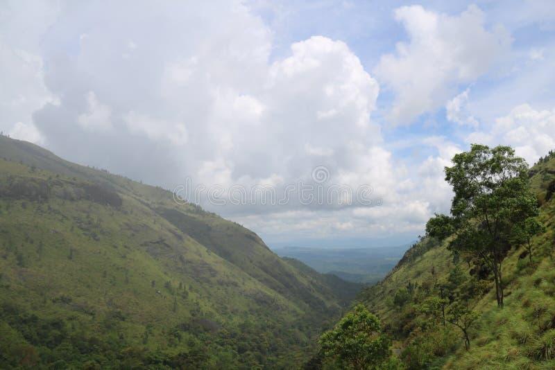 Montanha das montanhas dos montes do céu foto de stock royalty free