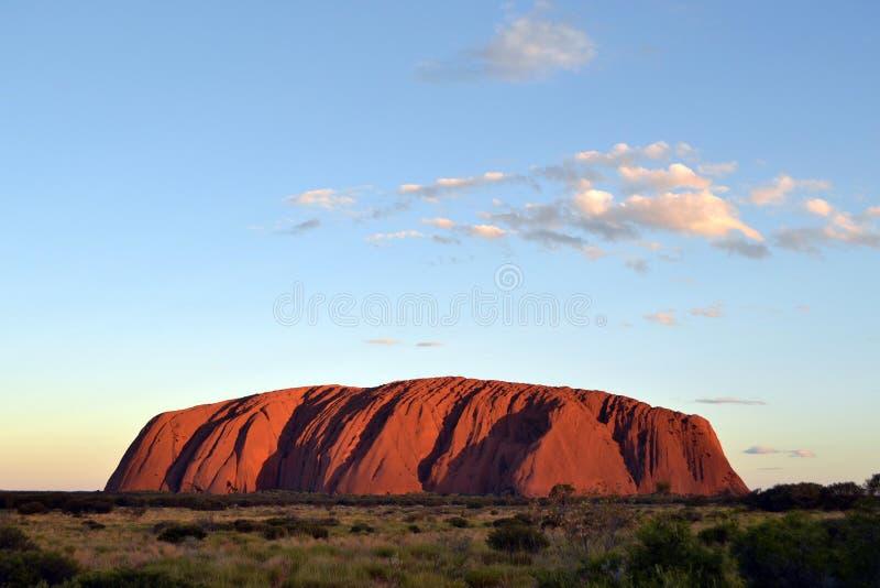 A montanha de Ayers no centro vermelho fotos de stock
