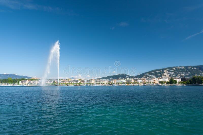 Montanha de Genebra da fonte de água do jato D Eau imagens de stock