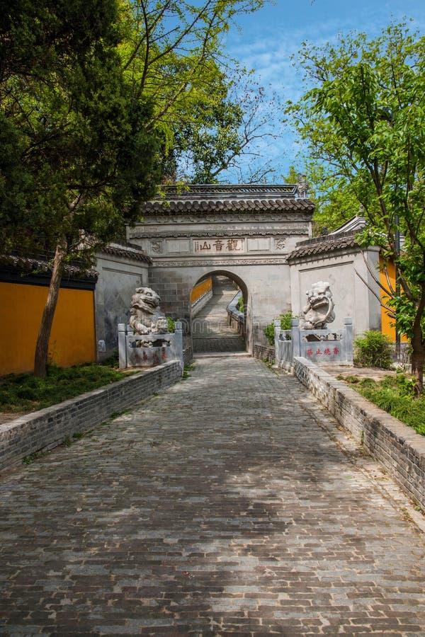 Montanha de Guanyin na porta do templo de Yangzhou Guanyin fotografia de stock royalty free