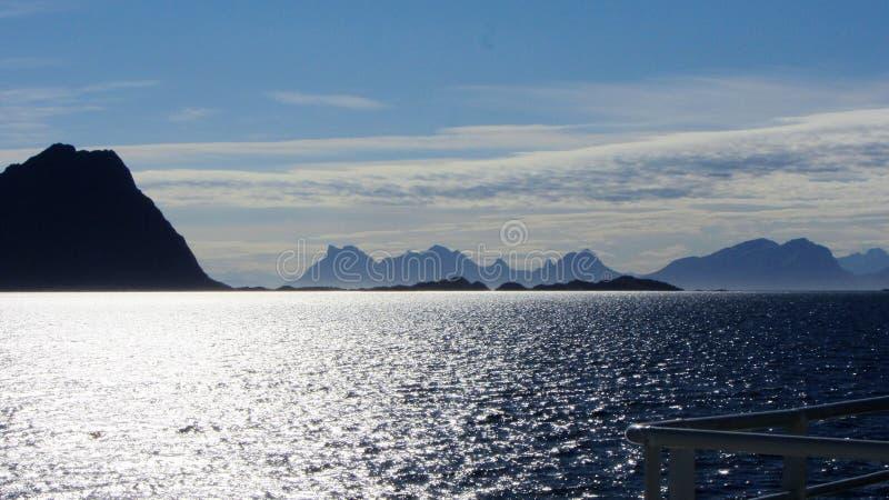 Montanha de Lofoten em um summerday! fotografia de stock royalty free