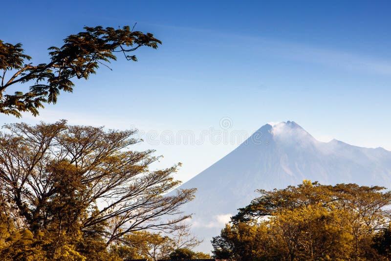 Montanha de Merapi fotos de stock royalty free