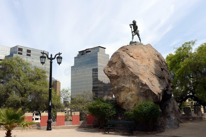 A montanha de Santa Lucia no Santiago do centro No pé deste conquistador da montanha Pedro de Valdivia fundou a cidade imagem de stock