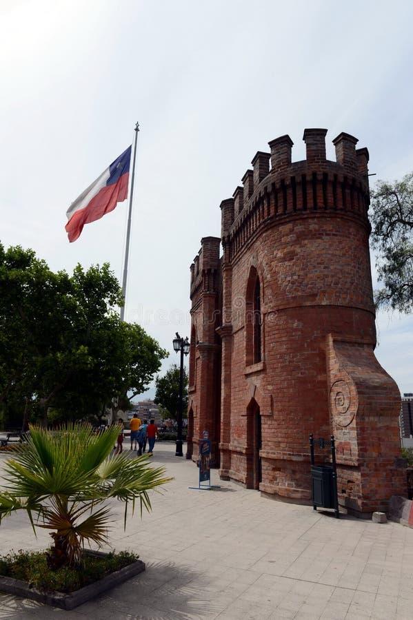A montanha de Santa Lucia no Santiago do centro No pé deste conquistador da montanha Pedro de Valdivia fundou a cidade fotos de stock