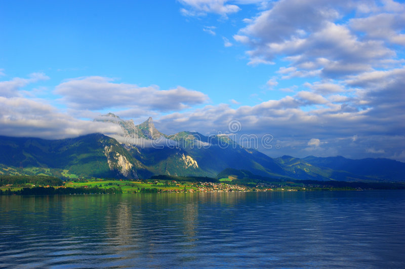 Montanha de Sunglow foto de stock royalty free