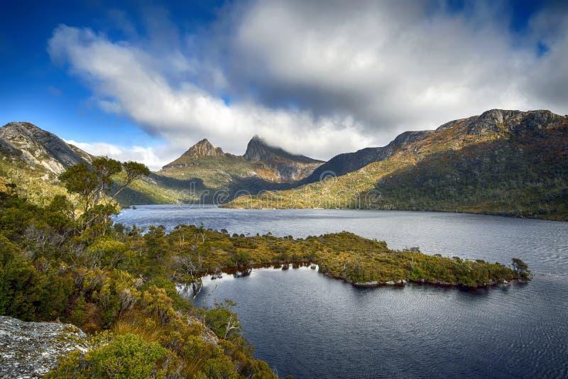 Montanha do berço da rocha da geleira, Tasmânia, Austrália foto de stock