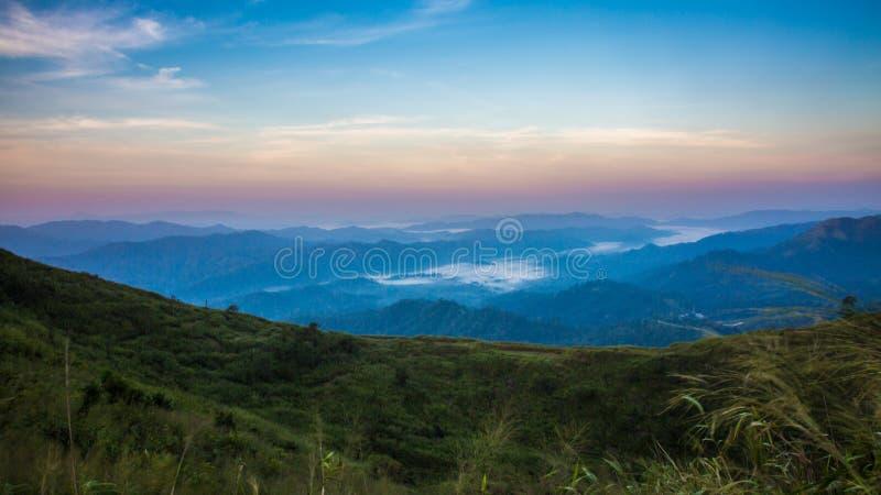 Montanha do elefante ou montanha da galáxia Pa nacional de Pha Phum da tanga imagem de stock royalty free