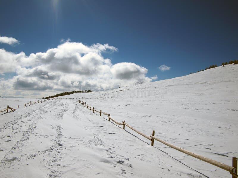Montanha do inverno imagem de stock royalty free