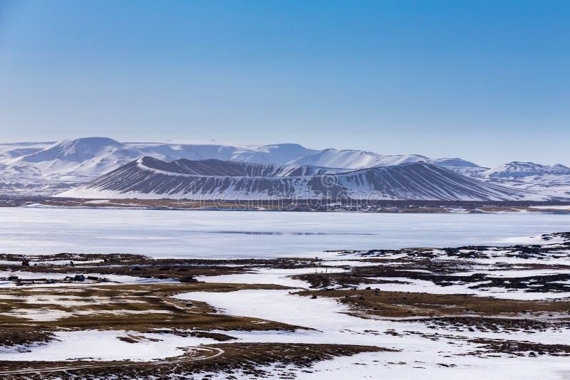 Montanha do vulcão de Islândia Myvant na estação do inverno imagens de stock royalty free