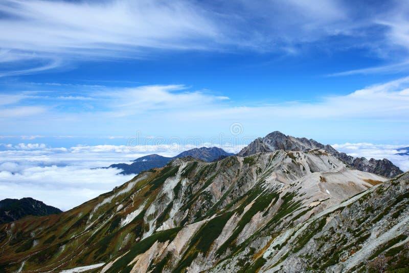 Montanha e céu do bule fotografia de stock