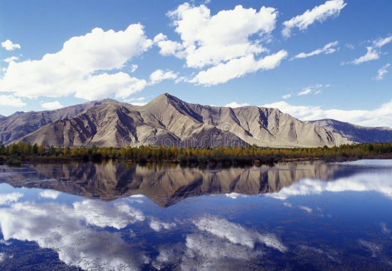 Montanha e lago foto de stock royalty free