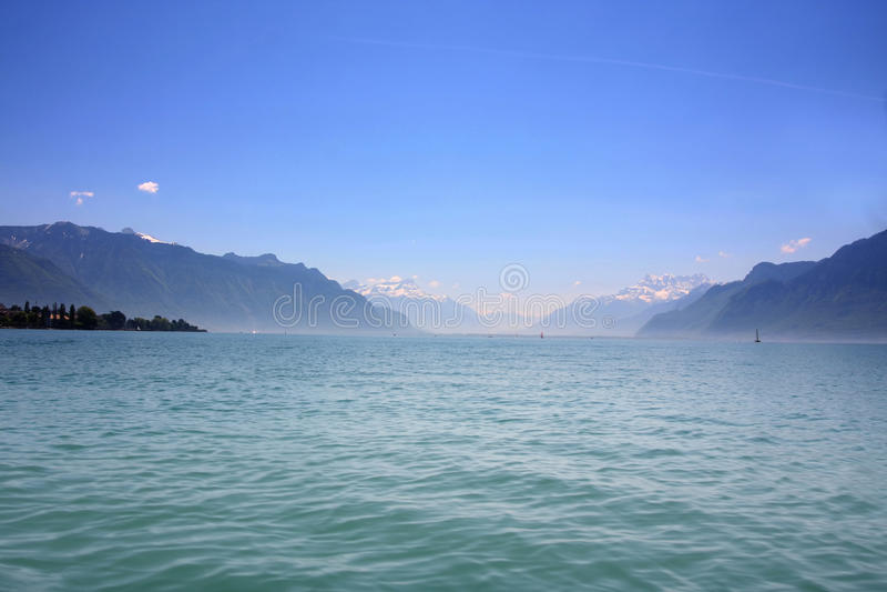 Montanha e lago geneva, Switzerland foto de stock