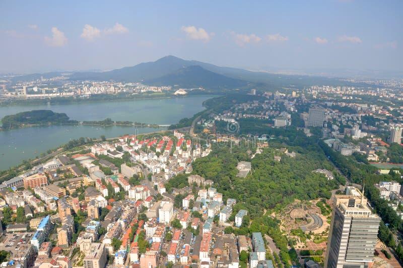 Montanha e lago roxos Xuanwu em Nanjing, China imagem de stock