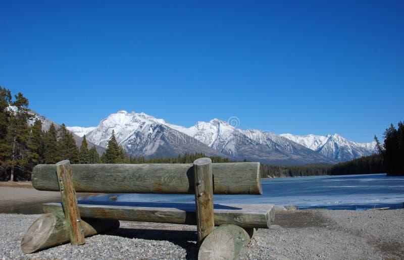 Montanha e lagos em Montanhas Rochosas foto de stock royalty free
