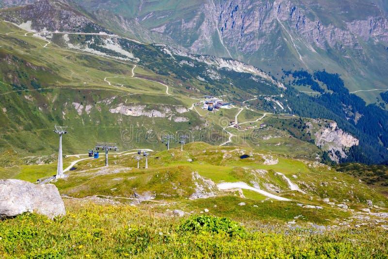 Montanha e paisagem da floresta em Tirol Áustria, região de Hintertux imagem de stock