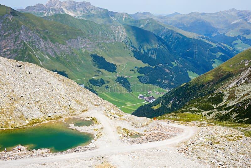 Montanha e paisagem da floresta em Tirol Áustria, região de Hintertux imagem de stock royalty free