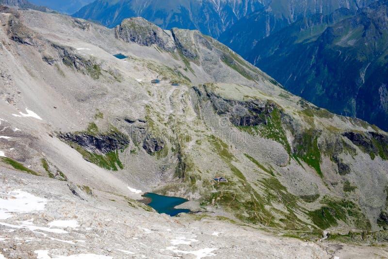 Montanha e paisagem da floresta em Tirol Áustria, região de Hintertux fotografia de stock