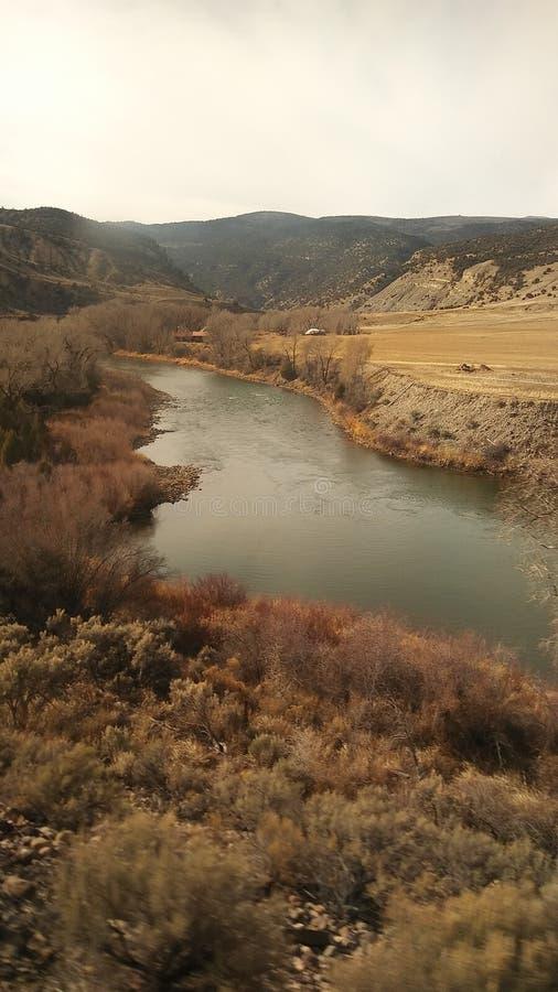 Montanha e rio imagens de stock royalty free