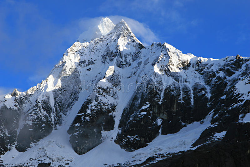 Montanha em Santa Cruz Trek - o parque nacional de Huascaran, Peru foto de stock
