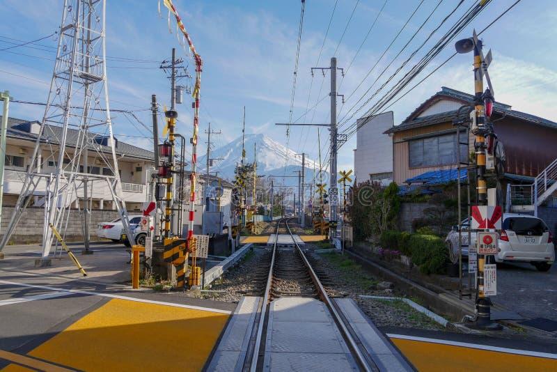 A montanha Fuji e sakura floresce na mola fotografia de stock royalty free
