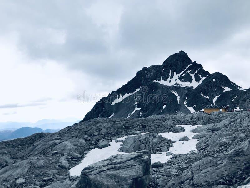 Montanha grande da neve foto de stock royalty free