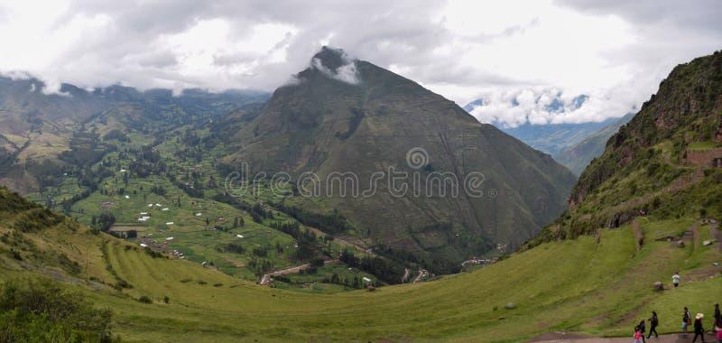 Montanha grande no vale sagrado dos incas, Peru fotografia de stock