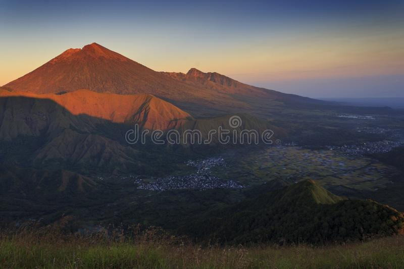 Montanha Indonésia de Rinjani imagem de stock