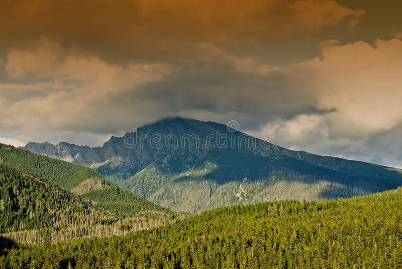 Montanha Krivan com nuvens II foto de stock