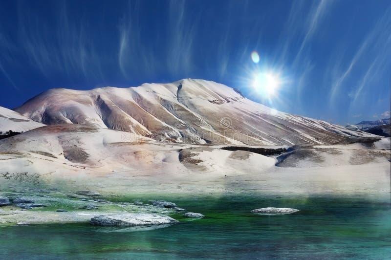 Montanha mágica do inverno fotografia de stock