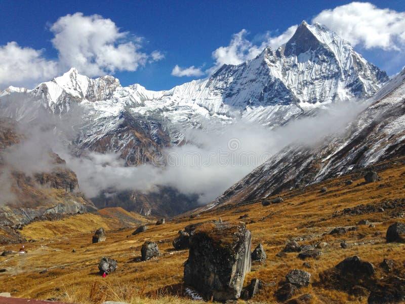 Montanha Machapuchare e cume fotografia de stock royalty free