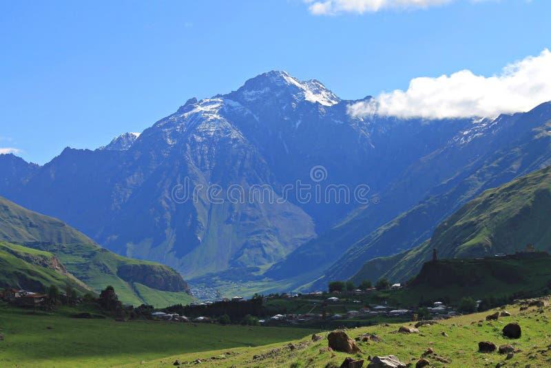Montanha na estrada militar Georgian imagens de stock